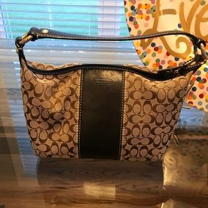 Small wristlet Coach purse